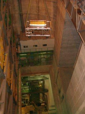 Spouštění části tunelu - Zdroj: http://www.cern.ch